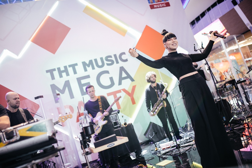 ТНТ MUSIC • Как это было  Ёлка, Burito и Мари Краймбрери на ТНТ ... b5ae088ba87
